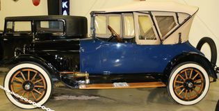 1916赤褐色亲密的古色古香的汽车 免版税库存照片