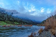 赤褐色的美国河诺思Fork,加利福尼亚 库存照片