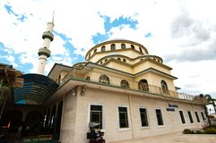 赤褐色Gallipoli清真寺是赤褐色的一个无背长椅式清真寺,悉尼的郊区 免版税库存照片