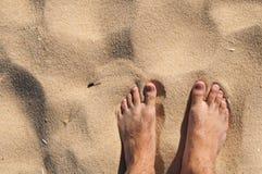 赤足在海滩 库存图片