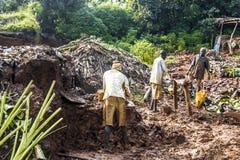 赤足Mudbrick前身分在黏土在乌干达 库存照片