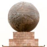 赤道球形纪念碑在基多厄瓜多尔 图库摄影