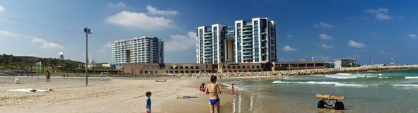赫兹里亚海滩全景 免版税库存照片
