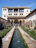 赫内拉利费宫在阿尔罕布拉宫宫殿的喷泉 免版税库存图片