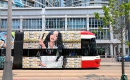 赫尔希镇的金子的移动的广告 库存照片