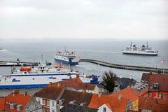 从赫尔新哥的轮渡向赫尔辛堡 免版税库存图片
