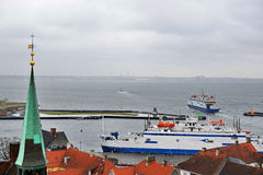 从赫尔新哥的轮渡向赫尔辛堡 库存图片