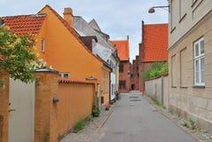 赫尔新哥,丹麦。老镇的街道 库存图片