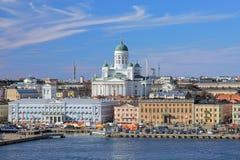 赫尔辛基大教堂和集市广场在赫尔辛基,芬兰南港口  免版税库存照片