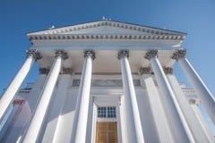 赫尔辛基大教堂的建筑专栏 免版税库存图片