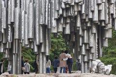 赫尔辛基市旅游业聚焦 Sibelius纪念碑 金属小核 库存照片