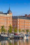 赫尔辛基市的奎伊有被停泊的船的 库存图片