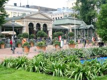 赫尔辛基广场公园和艺术Nouveau咖啡馆 库存照片