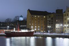 赫尔辛基的老奎伊在路德教会的大教堂前面的 免版税库存照片