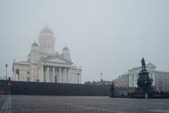 赫尔辛基皇帝亚历山大二世,芬兰大教堂和雕象  库存图片
