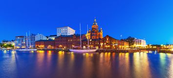 赫尔辛基,芬兰晚上全景  免版税库存照片