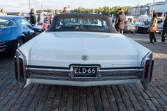 赫尔辛基,芬兰老汽车卡迪拉克黄金国 免版税库存图片