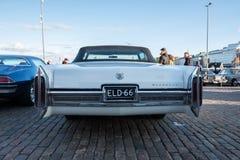 赫尔辛基,芬兰老汽车卡迪拉克黄金国 图库摄影