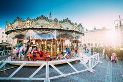 赫尔辛基,芬兰 圣诞节在参议院正方形的假日转盘 库存图片