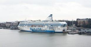 赫尔辛基,芬兰- 2015年12月21日:在赫尔辛基港的轮渡Silja线  免版税库存图片