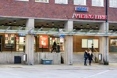 赫尔辛基,芬兰- 10月25 :轮渡公司北欧海盗线的终端设施在Helsinkii,芬兰2016年10月25日 库存图片