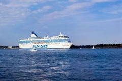 赫尔辛基, FINLAND-AUGUST 18 :Silja线轮渡从regula赫尔辛基航行,芬兰Silja 8月18日2013.Paromy港线  免版税库存图片