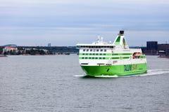 赫尔辛基, FINLAND-MAY 16 :从Hels的TALLINK星轮渡风帆 图库摄影