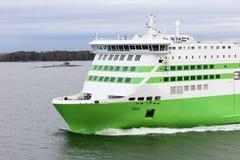 赫尔辛基, FINLAND-MAY 16 :从Hels的TALLINK星轮渡风帆 免版税库存图片