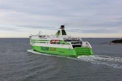 赫尔辛基, FINLAND-MAY 16 :从Hels的TALLINK星轮渡风帆 免版税图库摄影