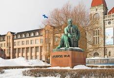赫尔辛基 芬兰 Aleksis Kivi雕象 库存照片