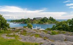 从赫尔辛基& x28的Kaivopuisto公园看见的Harakka小海岛; Finland& x29; 免版税图库摄影