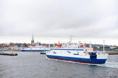 从赫尔辛堡的轮渡向赫尔新哥 免版税库存图片