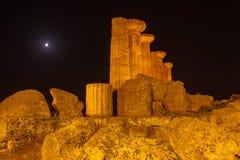 赫拉克勒斯寺庙在阿哥里根托考古学公园 西西里岛 免版税图库摄影