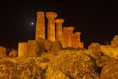赫拉克勒斯寺庙在阿哥里根托考古学公园 西西里岛 库存照片