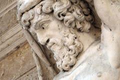 赫拉克勒斯雕象在入口的对主教宫殿在曼托瓦, Ital 库存图片