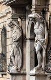 赫拉克勒斯雕象在Palazzo Vescovile的 免版税库存图片