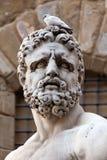 赫拉克勒斯雕象的题头  库存照片