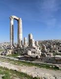 赫拉克勒斯,在城堡小山,阿曼,约旦的罗马哥林斯人专栏寺庙  库存图片