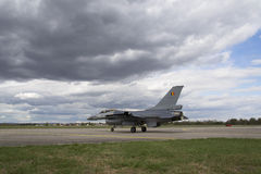 """赫拉德茨KRALOVE,捷克- 9月5 :有比利时旗子的着陆F-16战隼在CIAF †""""捷克国际性组织a 免版税图库摄影"""