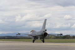 """赫拉德茨KRALOVE,捷克- 9月5 :有比利时旗子的着陆F-16战隼在CIAF †""""捷克国际性组织a 库存图片"""