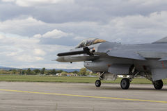 """赫拉德茨KRALOVE,捷克- 9月5 :有比利时旗子的着陆F-16战隼在CIAF †""""捷克国际性组织a 图库摄影"""