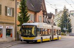 赫斯SwissTrolley 3无轨电车在沙夫豪森 库存照片