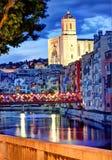 赫罗纳、西班牙、大教堂和老镇在夜2之前 免版税库存图片