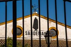 赫雷斯DE LA弗隆特里,安大路西亚/西班牙- 2017年10月11日:杂货店桑德曼金属门  库存图片