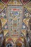 赭色, TUSCANY/ITALY - 5月18日:赭色Cathed内部看法  免版税库存照片