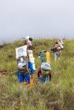 走与传统委内瑞拉backpac的印地安当地指南 库存照片