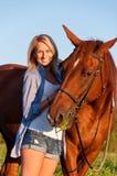 走与在领域的一匹马的女孩 库存图片