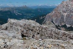 走为他的人目标:得到Mountain& x27; s上面 库存照片