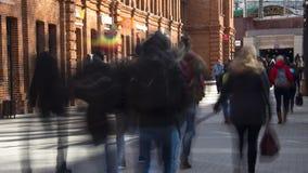走到地铁的学生人群在类,时间间隔以后 股票录像