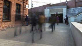 走到地铁的学生人群在类,时间间隔以后 影视素材